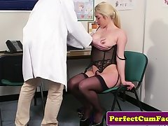 Bigtit UK babe dicksucking her doctor