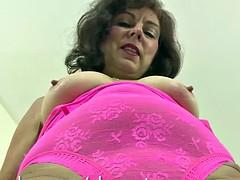 Georgia vibrates her mature pussy hard