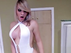 Amateur brazilian tranny flashing her bigtits