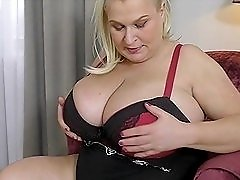 BBW blonde has a huge pair of titties to show off