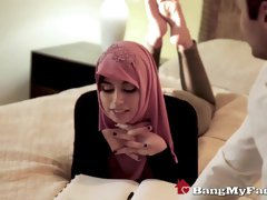 Muslim babe is wearing a head scarf even while getting banged in a hotel room