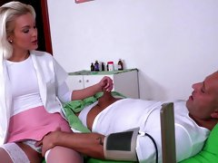 Insane scenes of DP threesome for a young blonde