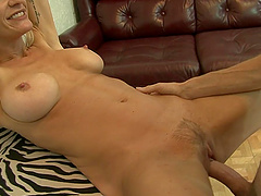 Mature blond lady Robby Bentley is going for it