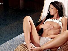 Breathtaking Alisa Gubina reveals the perfectness of her juicy ass
